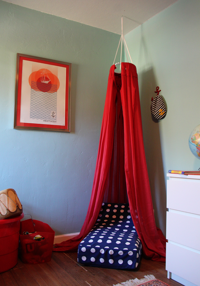 Small friendly diy cozy reading fort nook solutioingenieria Image collections