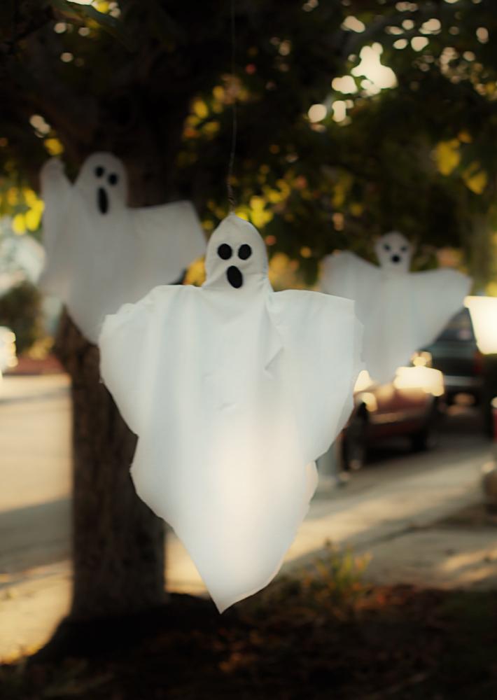 Small Friendly Diy Ghosts A Fantastic Family Of Phantasms