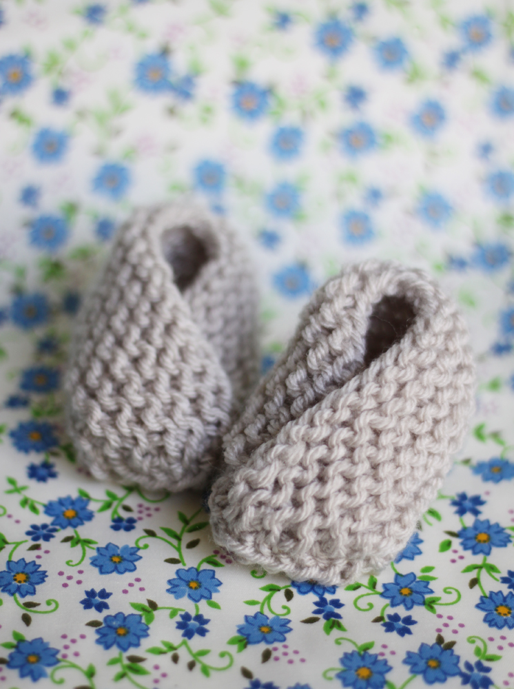 a1664001f small + friendly  Knit  Bitty Baby Booties