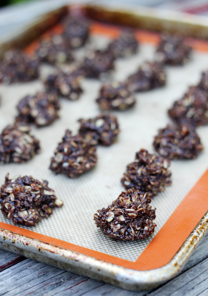 No-bake chocolate almond cookies