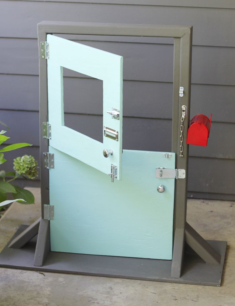 Mini dutch door