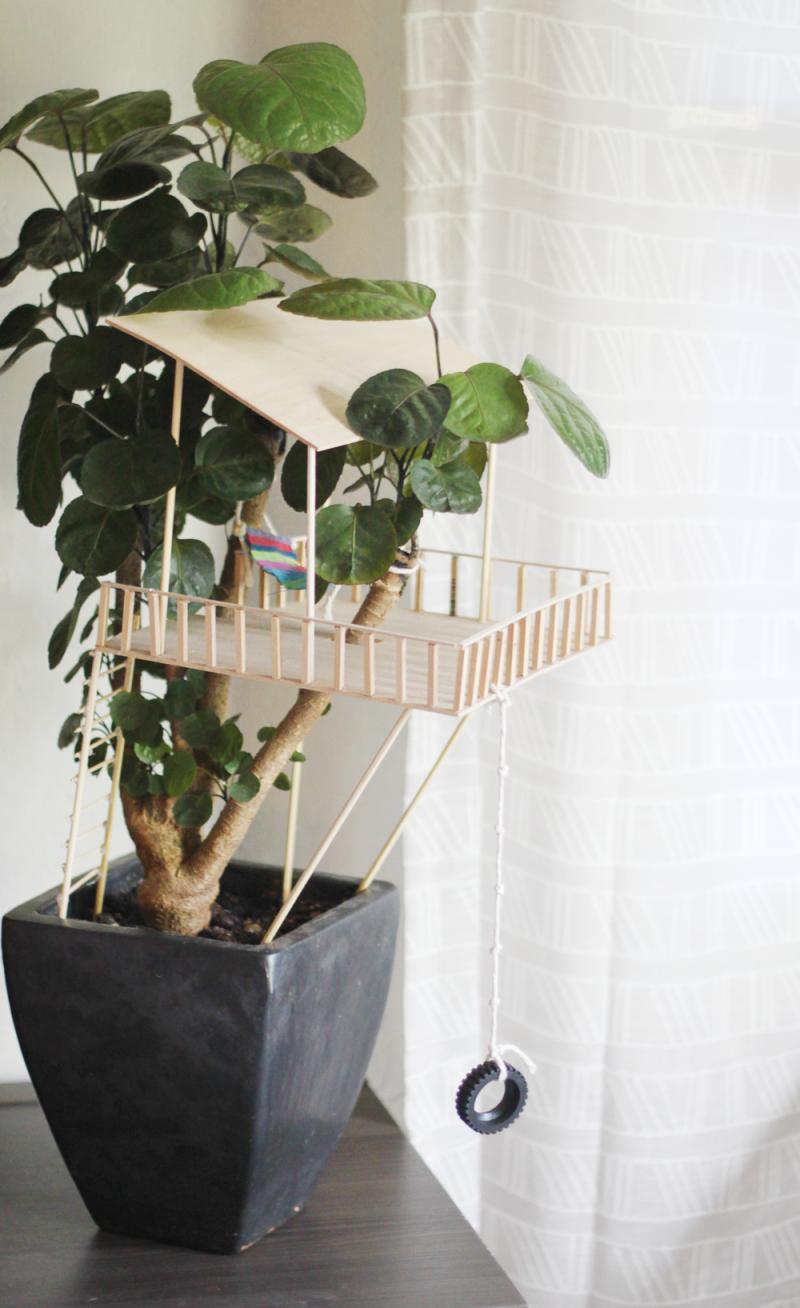 Houseplant treehouse