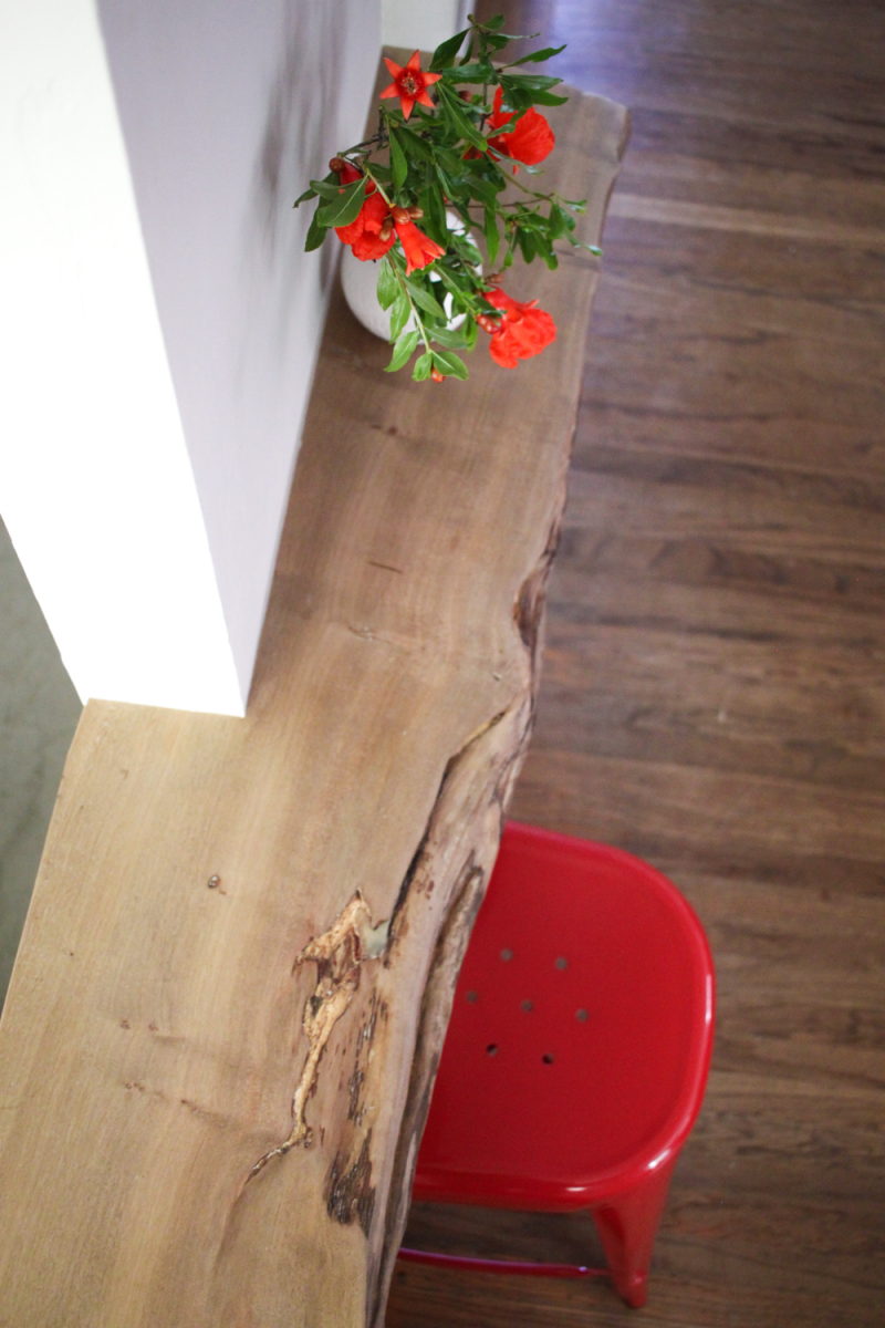 Live edge counter between walls