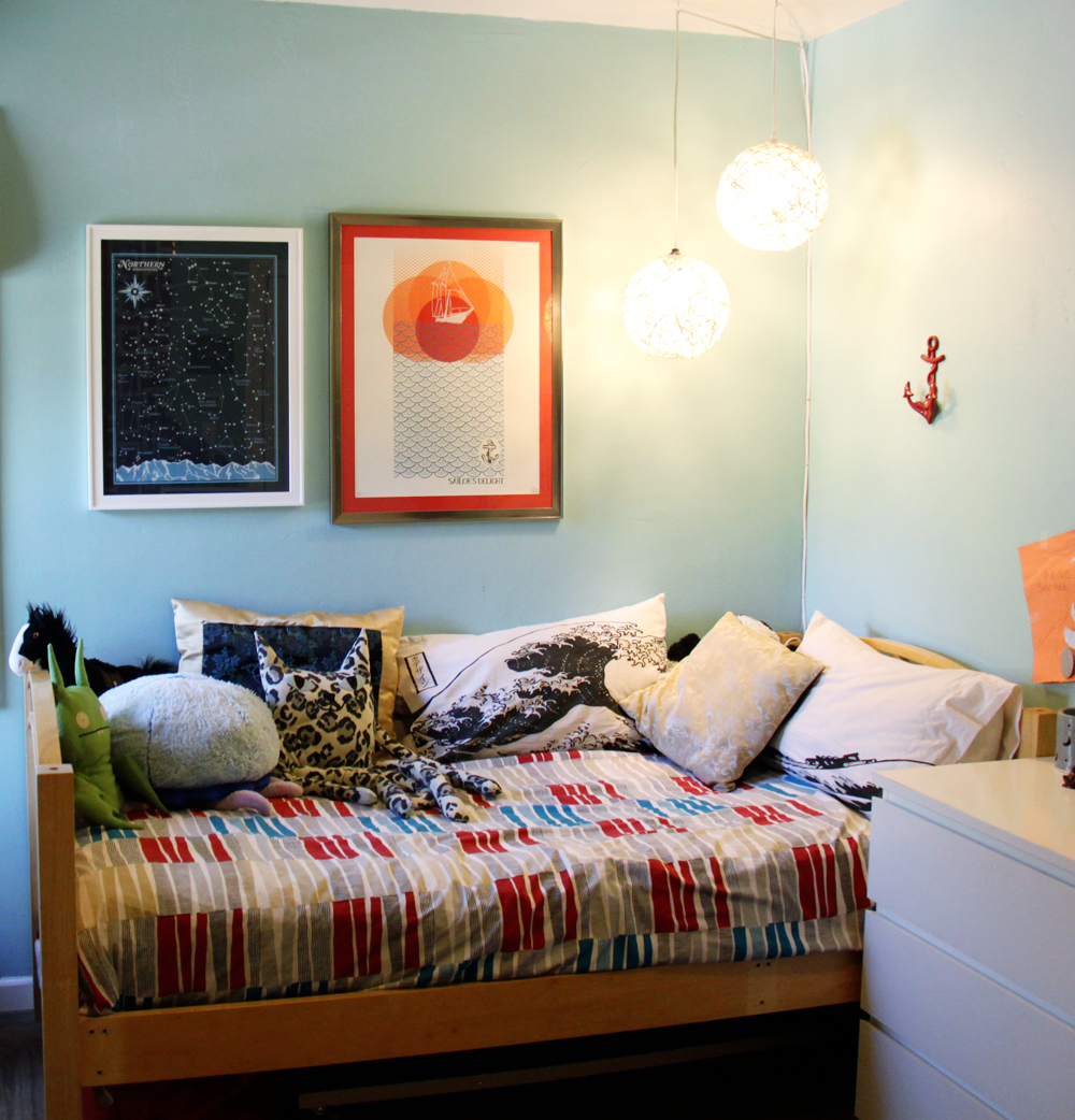 small + friendly: Shared Boys Room Tour